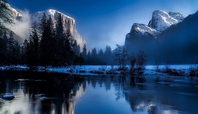 Yellowstone National Park Image by David Mark from Pixabay