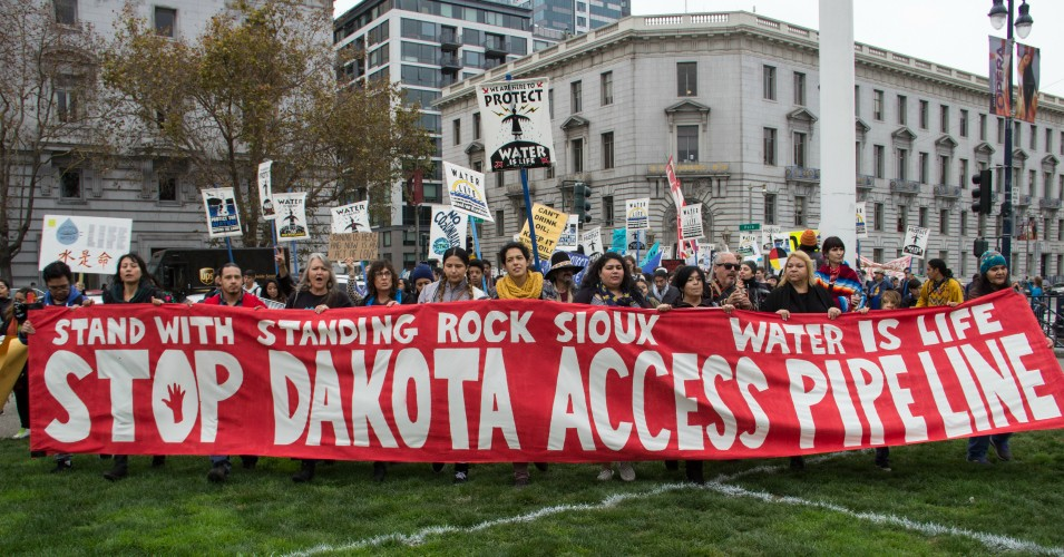 Thousands gathered at the San Francisco Civic Center in solidarity with the Standing Rock Sioux against the Dakota Access Pipeline on Nov. 15, 2016. (Photo: Peg Hunter/Flickr/cc)