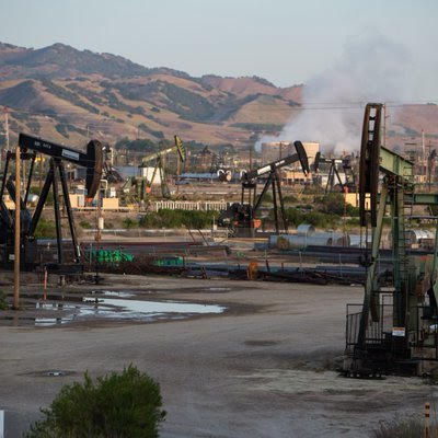 Photo of California oil wells courtesy of Center for Biological Diversity